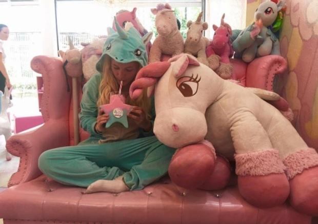 brave-new-rome-unicorn-cafe